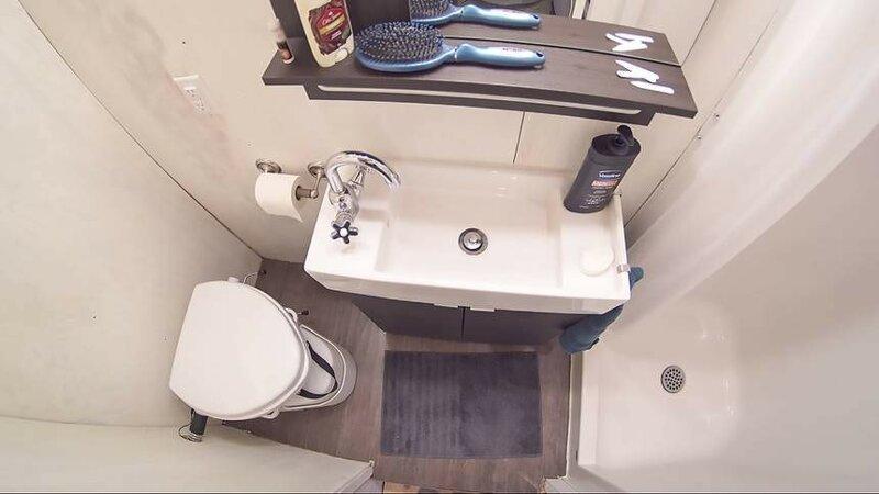 Под ванной комнатой организован бак с 300 литрами воды до и после, жилье, идеи, инженер, ремонт, своими руками, строительство, фото