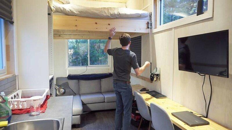 Интересная фишка дома Тайлера - подъемная кровать, которую можно поднять на разную высоту до и после, жилье, идеи, инженер, ремонт, своими руками, строительство, фото