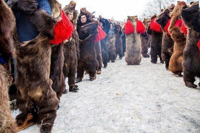 8. Ритуальный танец медведя, Комэнешти (Румыния) конкурс, фото, это интересно