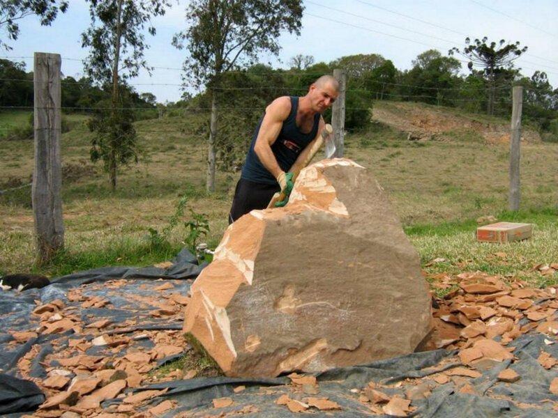 Берём грубый и неотесанный камень. Начинаем с ним работать камень, неотесанный, скульптор