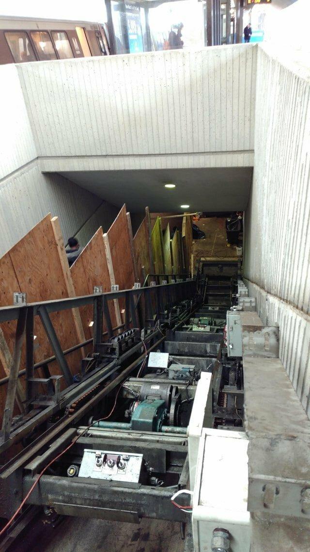 3. Вот что прячется под ступеньками эскалатора вещи, внутри, изнутри, подборка, разрез, фото