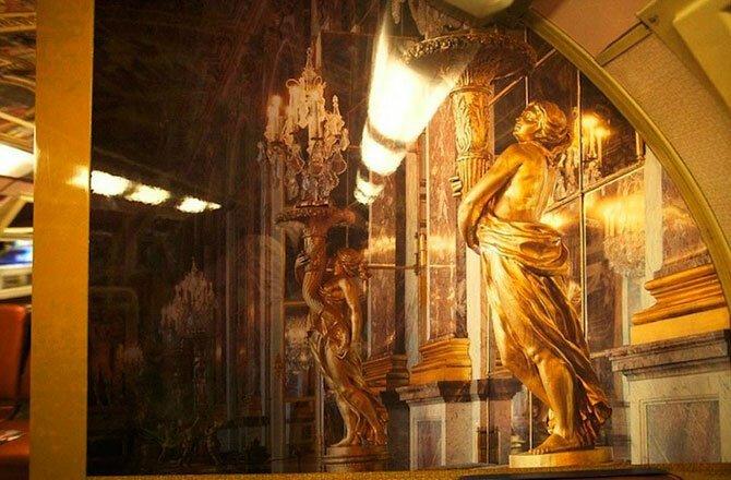 Экстравагантный интерьер версальской электрички