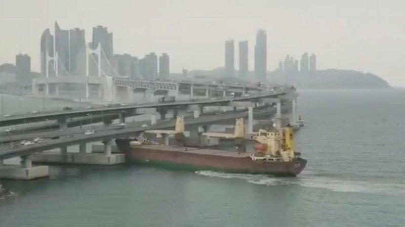 В Южной Корее российский сухогруз с пьяным капитаном врезался в мост врезалось, капитан, мост, пьян, судно под флагом России, южная корея