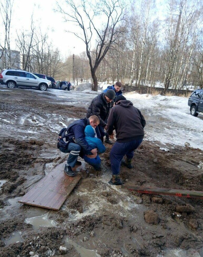 В Выборге школьник едва не утонул в грязи