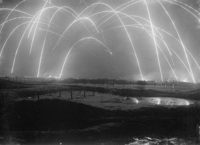12. Минометный огонь во время битвы, Первая мировая война, 1917 год архив, исторические фото, фото, фото из прошлого