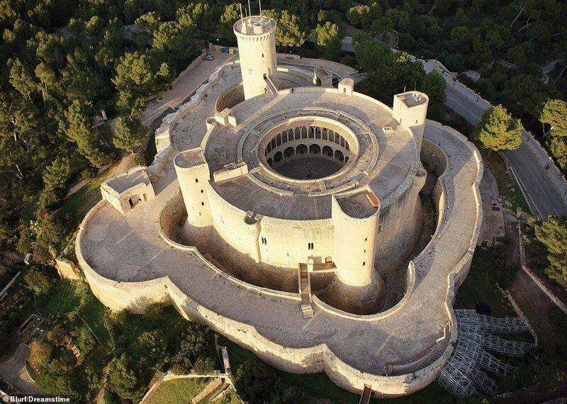 14. Замок Бельвер, Испания