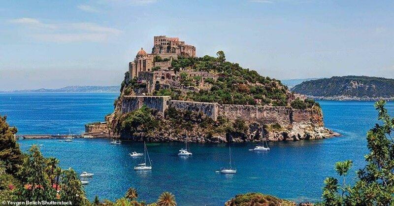 6. Арагонский замок, Италия
