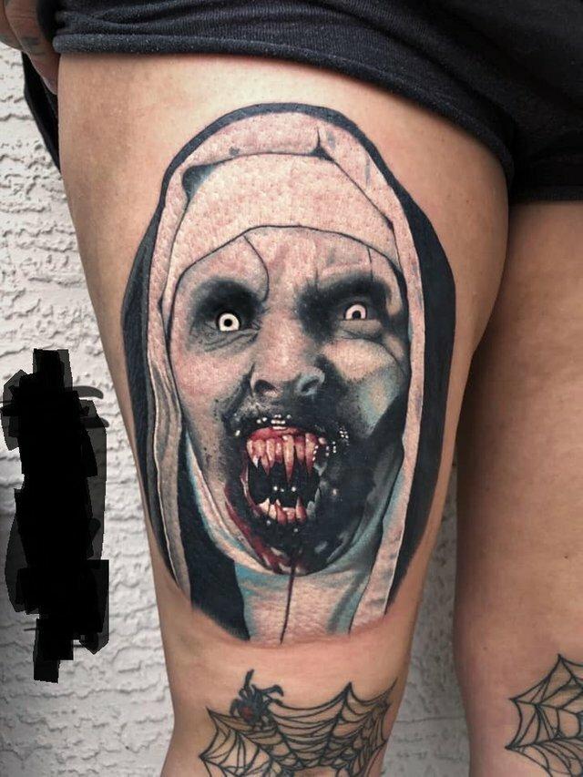 20 необычных, пугающих и даже омерзительных тату, поразивших пользователей соцсетей