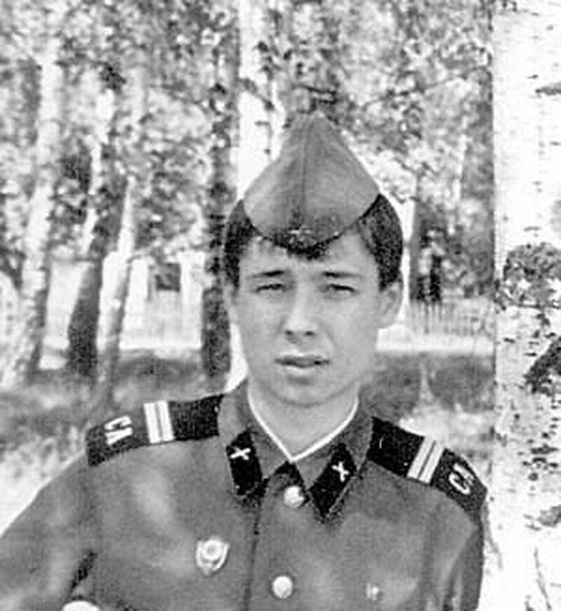 3. Сергей Зверев, визажист, певец, шоумен армия, будущее, дембель, звезды, знаменитости россии, служба