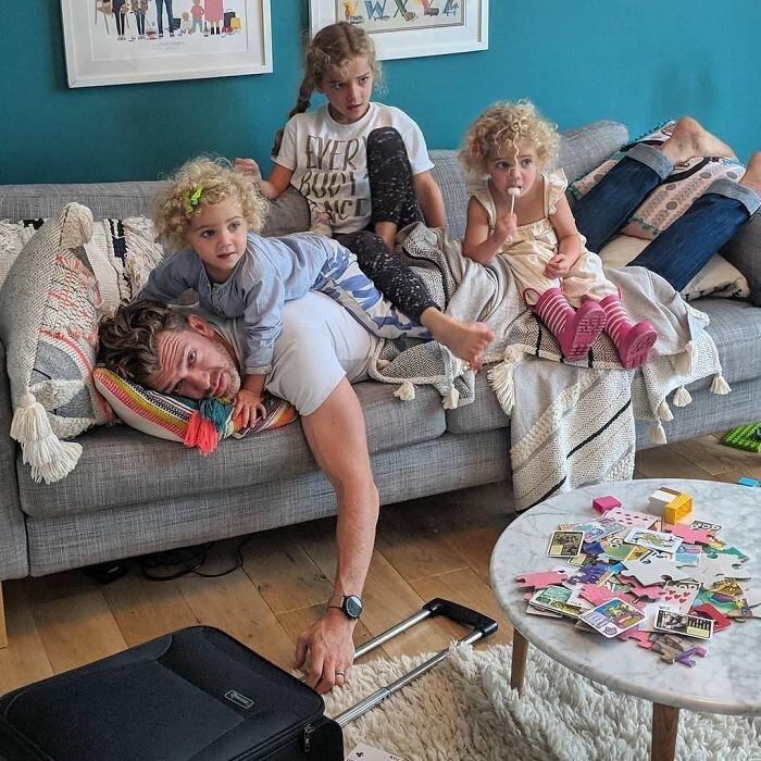 7. Саймон считает, что почти все родители страдают от стокгольмского синдрома. И в чем-то он прав! Отец года, дочери, инстаграм-аккаунт, отец герой, отец и дети, отцовство, родительство, семья
