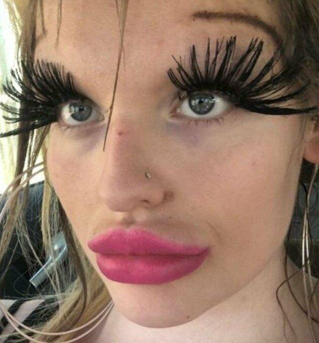 """4. Над этими """"красотками"""" остается только посмеяться девушки, макияж, плохой макияж, прикол, смешно, ужасный мэйк, юмор"""