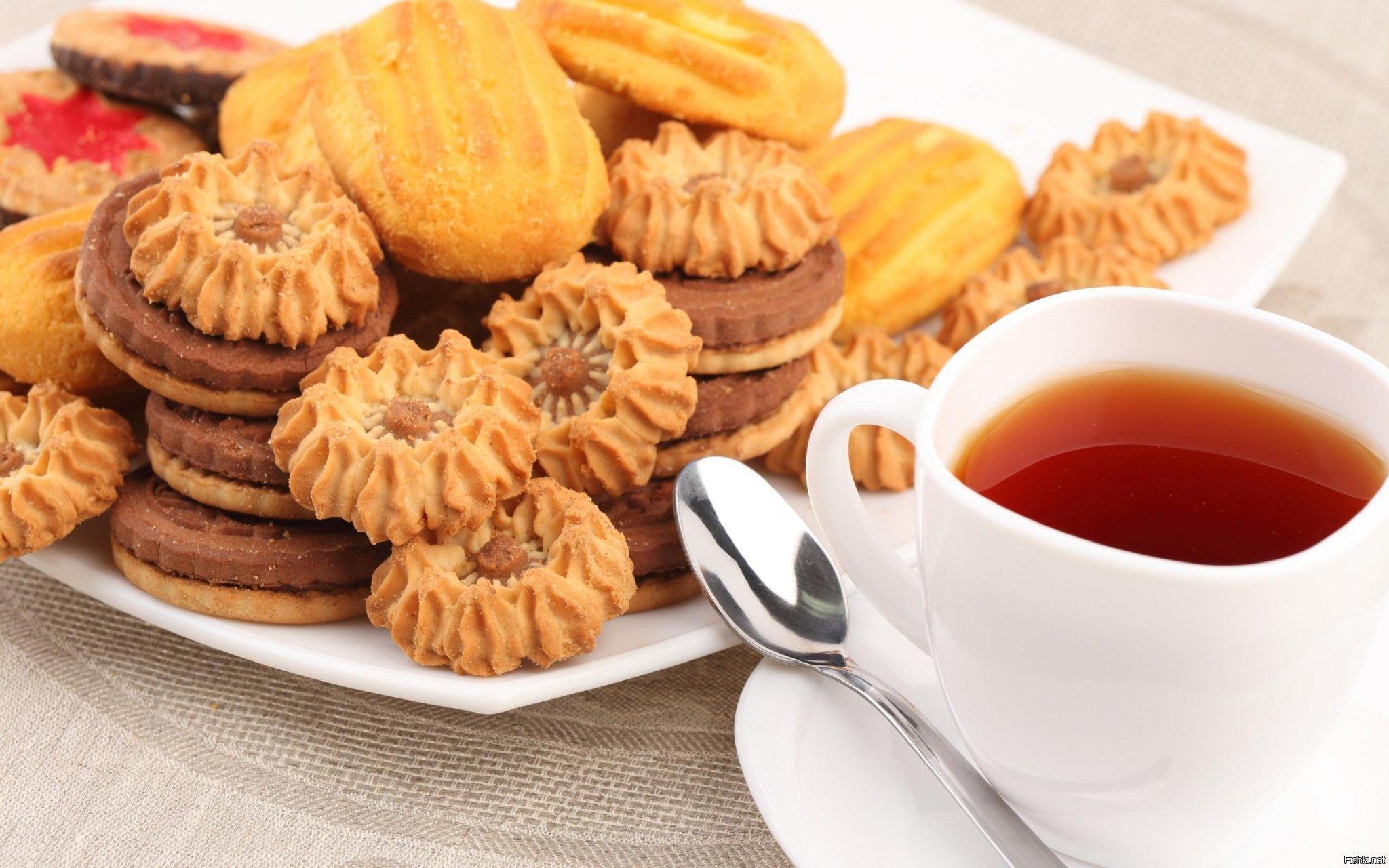 является красивая картинка с чаем и печеньки же