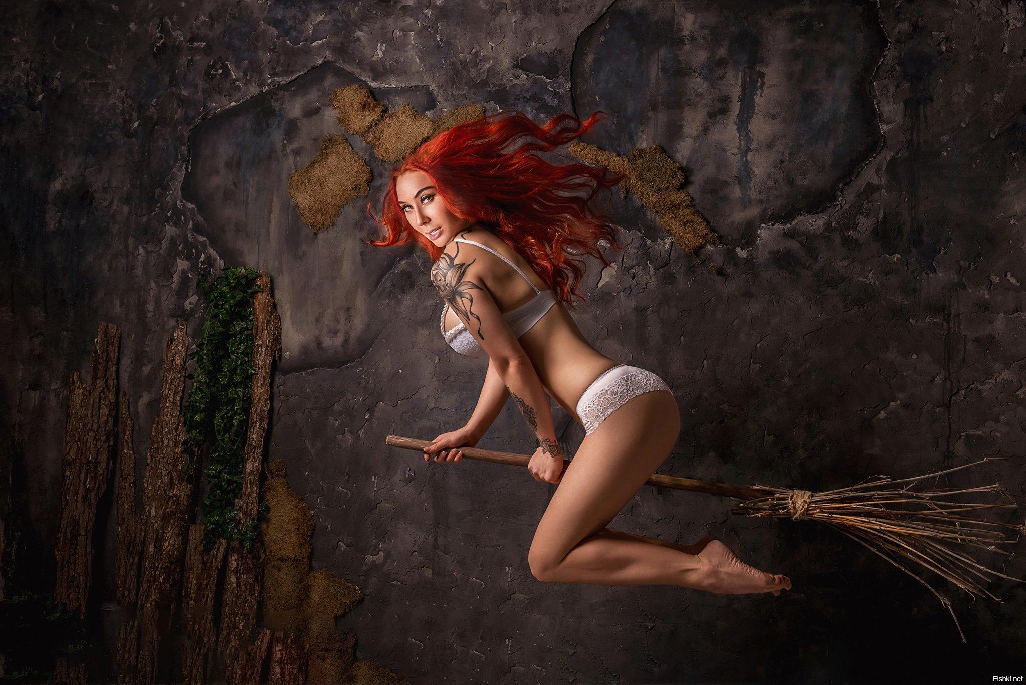 Картинка с рыжей ведьмой на метле