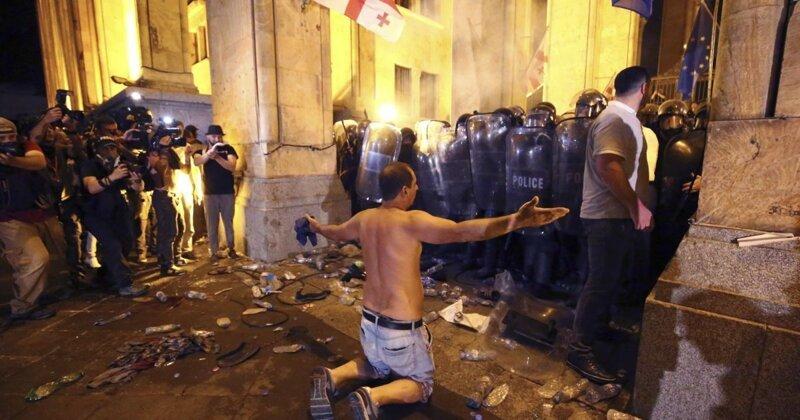Протесты в Грузии: жертвы, причины и обвинения ynews, видео, грузия, интересное, протест, протест в Грузии, фото