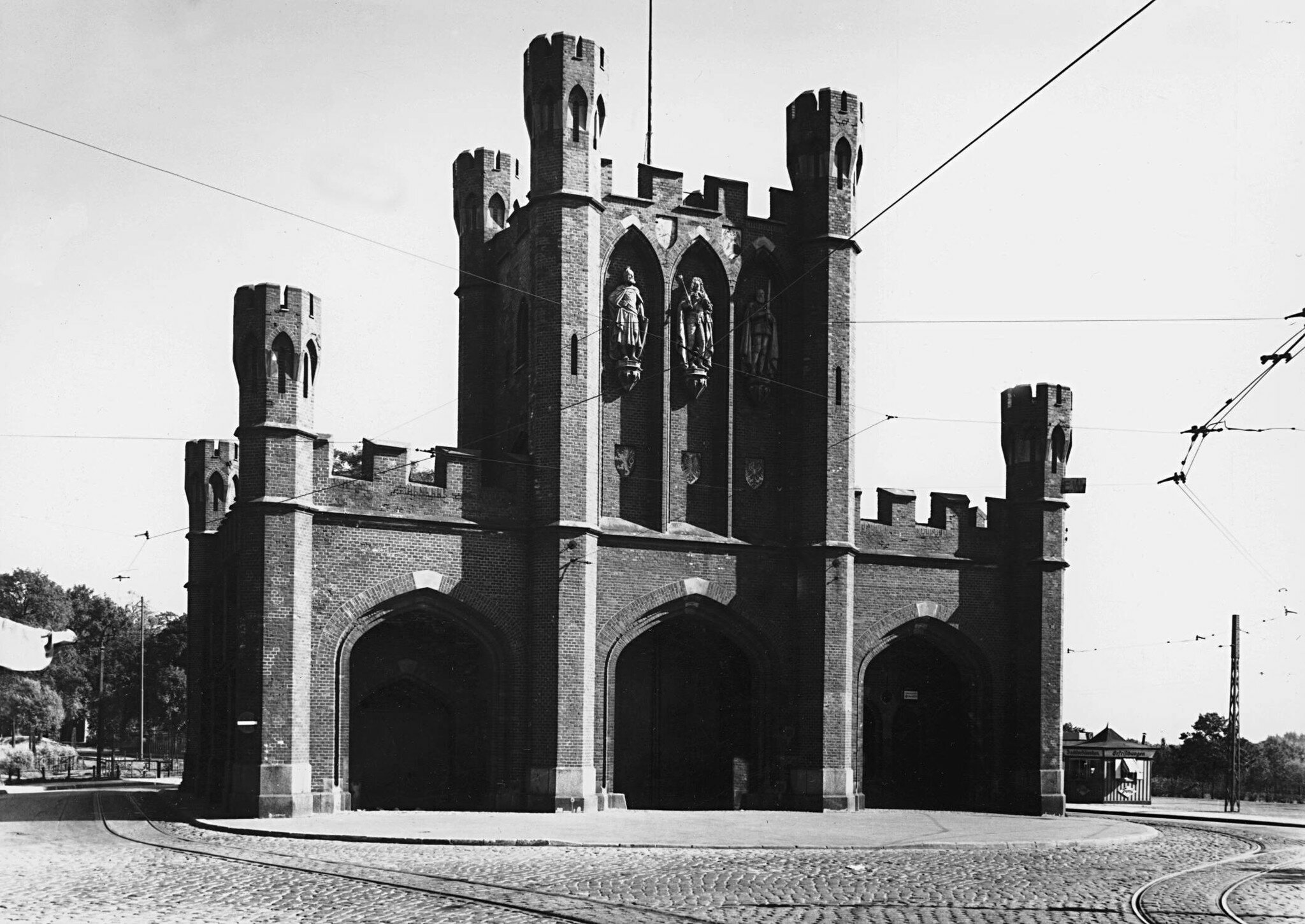 удивительное росгартенские ворота послевоенные фото нескольких схем-блоков