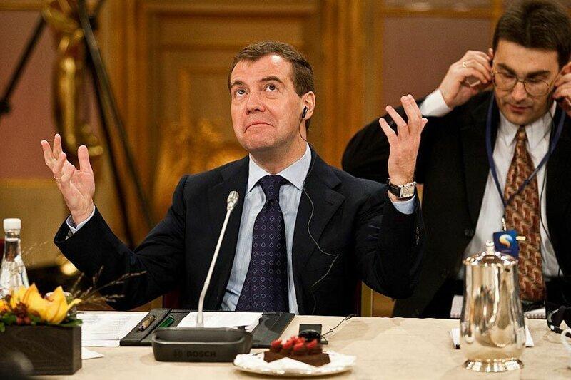 Медведев приказал вдвое уменьшить количество бедняков в России ynews, бедняки, грамматика, интересное, медведев, фото, фраза
