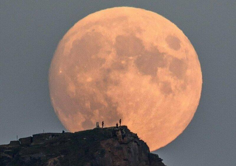 фото гигантской луны