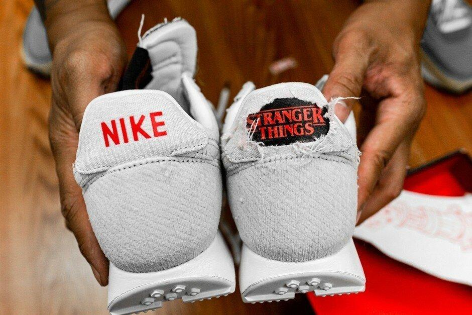 """Nike создали """"горящие"""" кроссовки к сериалу """"Очень странные дела"""""""