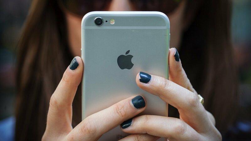 Относительно смартфонов у специалистов тоже есть парочка советов: ynews, заклеивать камеру, интересное, камера, новости, роскачество, фото