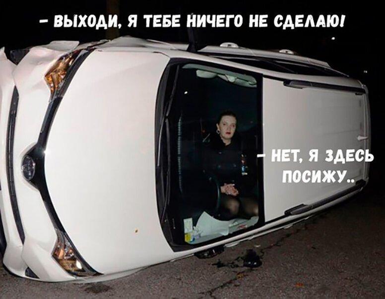 Porsche на швидкості зніс відбійник у центрі Києва, вилетів на тротуар, перекинувся на дах і загорівся: водій і пасажири вижили - Цензор.НЕТ 7780