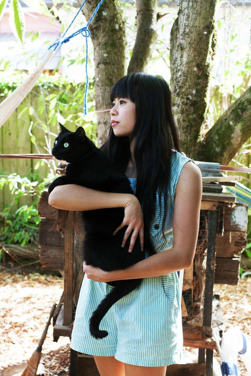 4. Девушка - Моника. Кошки - Линус и Зорро