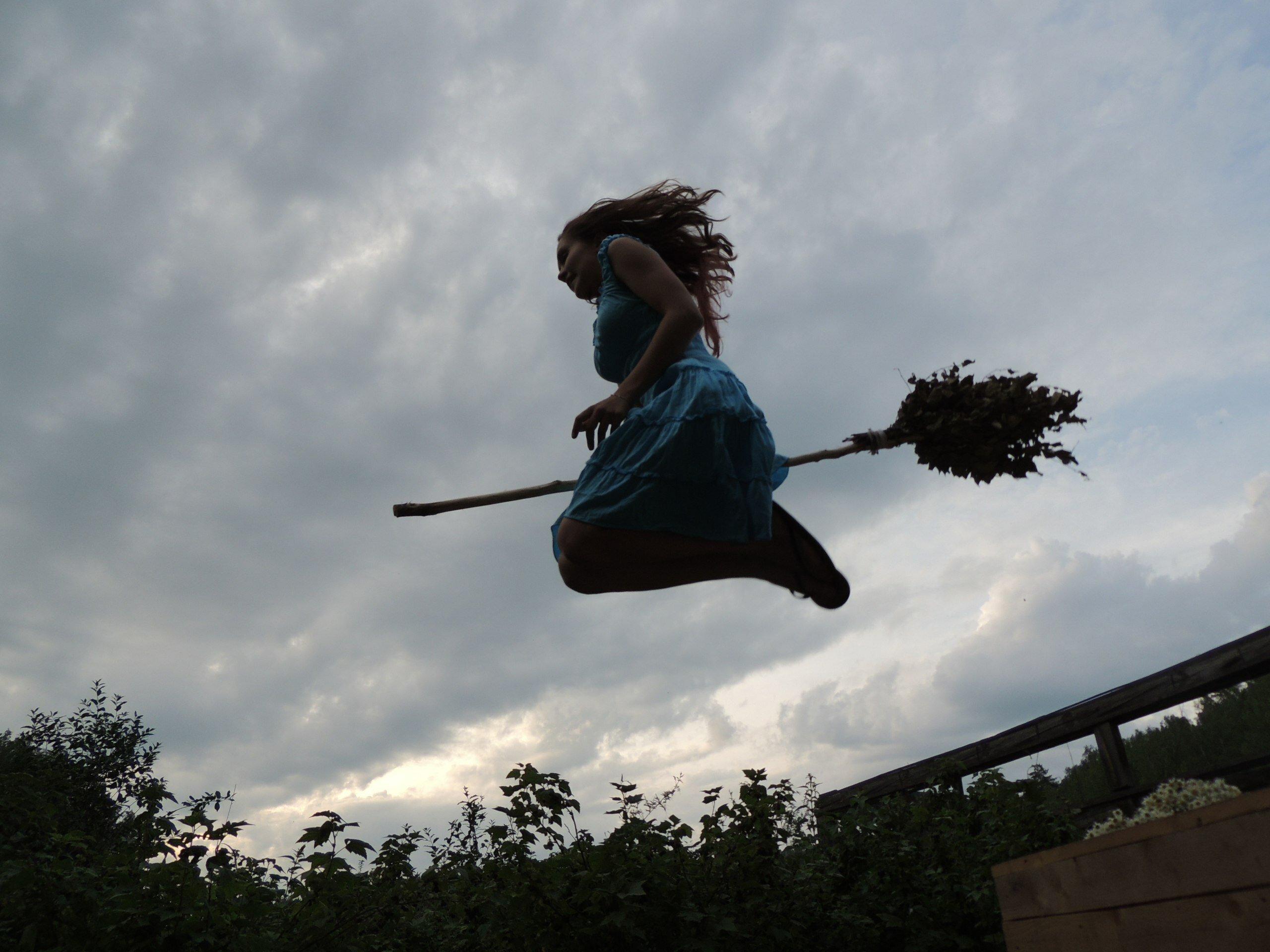 картинки полет на метле стоит обработанный цоизит