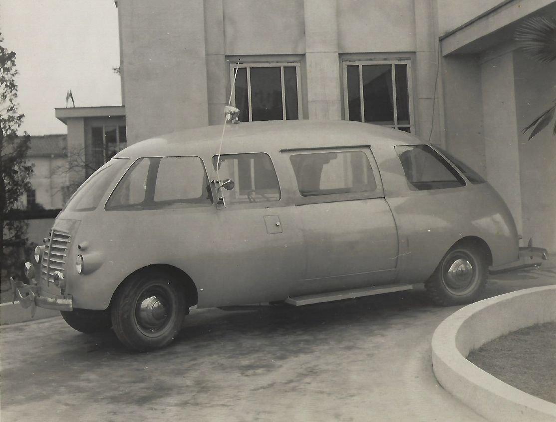 Surlesmobile 1945 года - автомобиль с кузовом в форме картофелины и инновационными дверьми
