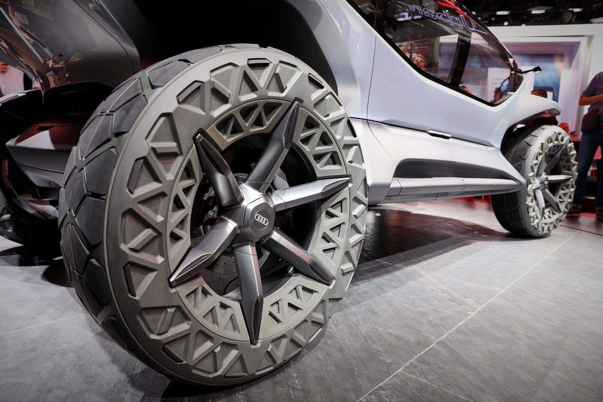 Audi AI:Trail - электрический внедорожник будущего с дронами вместо фар