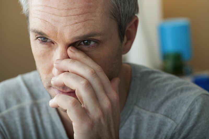 Зуд в носу и частое чихание: причины жжения и клиническая картина, возможные заболевания и методы терапии