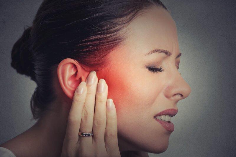 Болит ухо причины лечение