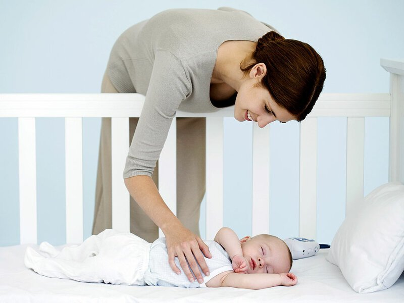 Новорожденный кряхтит и тужится во сне почему это происходит