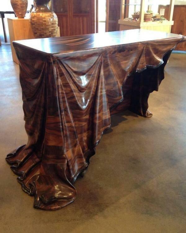 Стол, изготовленный из одного куска древесины