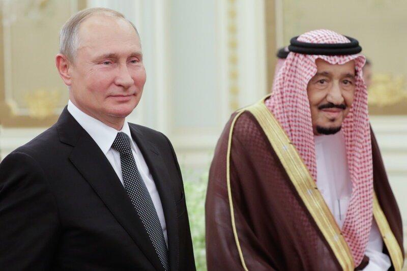 Королевский оркестр Саудовской Аравии попытался исполнить гимн России и не попал в ноты