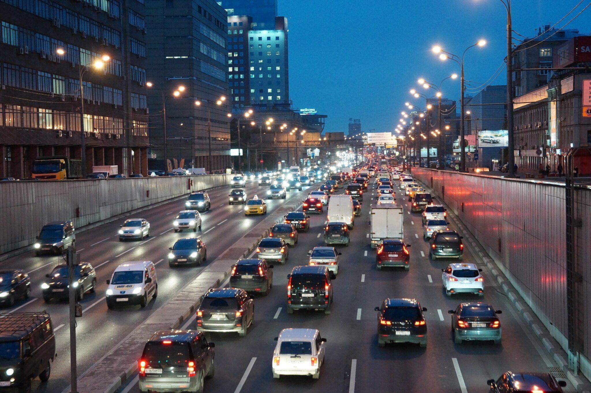 Машины на дорогах