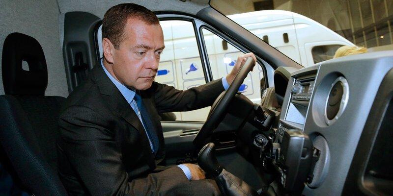 Дмитрий Медведев распорядился снизить ненаказуемый порог превышения скорости до 10 км/ч