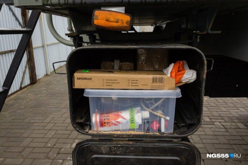 Житель Омска оборудовал КамАЗ 15-литровым баком с водкой и сауной