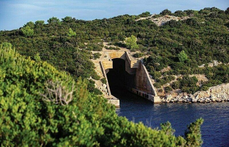 Ангар для подводных лодок в Хорватии