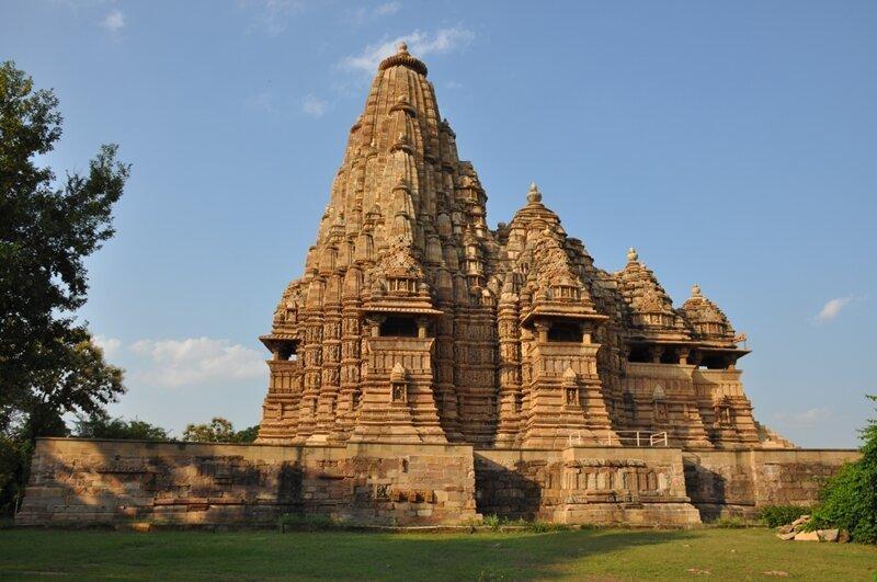 Храмы Кхаджурахо - на карте, путеводитель и фотографии с названием ... | 531x800