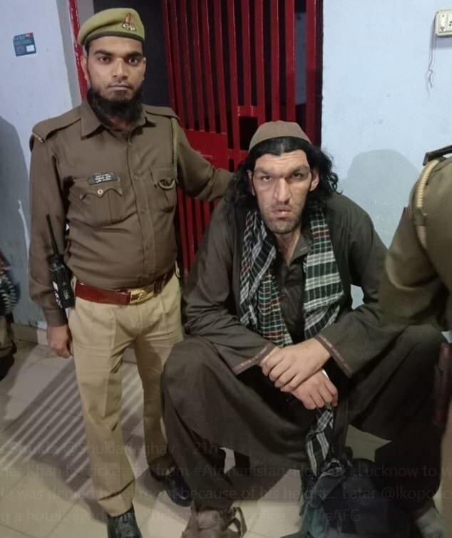 Афганца-гиганта не пустили в индийский отель