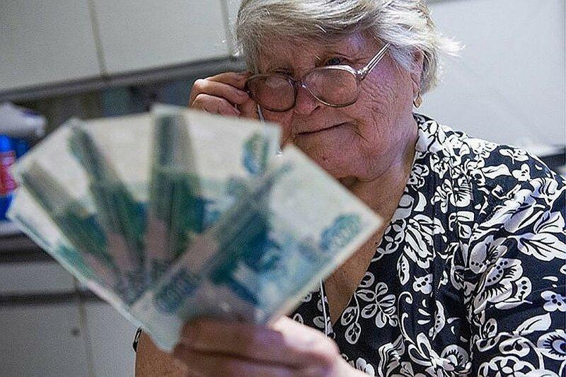 Эксперты назвали зарплату, при которой россияне могут остаться без страховой пенсии