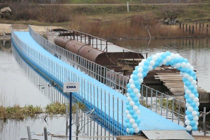 В Татарстане чиновники торжественно открыли пластиковый мост, который зимой придётся убрать