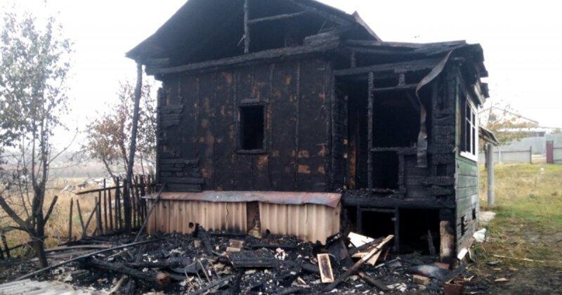 Мать, державшая 10 лет взаперти троих детей, подожгла дом и покончила с собой