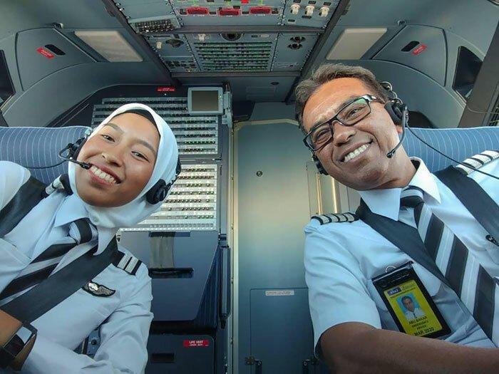 Пилот оставил 40-летнюю карьеру и перешел в другую авиакомпанию, чтобы летать со своими дочками-пилотами