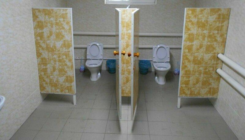 «Красота, мысчастливы»: вроссийской школе торжественно открыли туалет