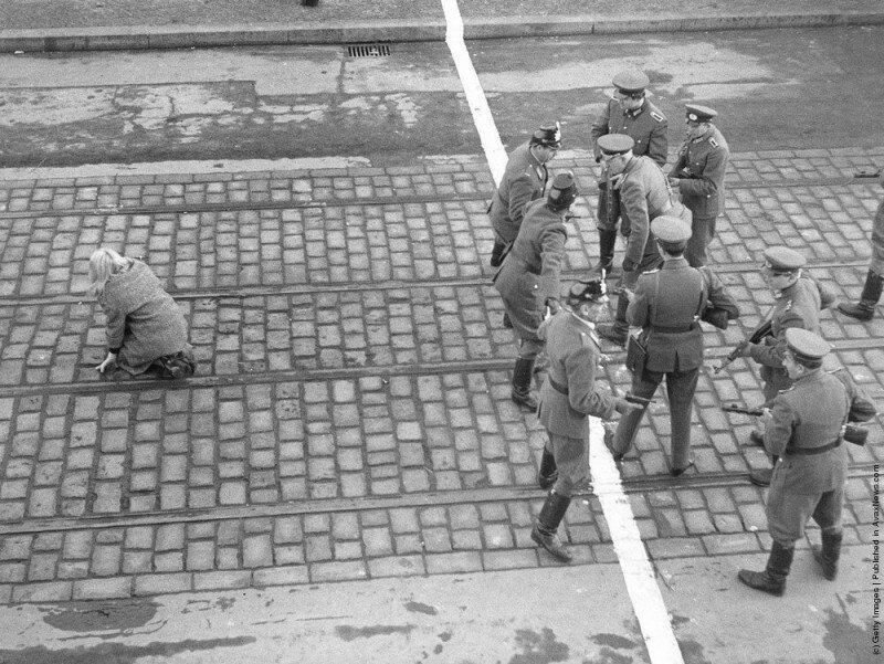 История одного снимка или как девушка совершила побег из ГДР в ФРГ. Что было не так с этим фото