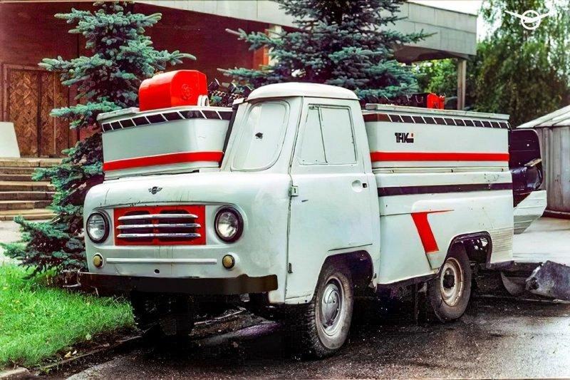 Специальная машина УАЗ для заливки ледовых арен и катков
