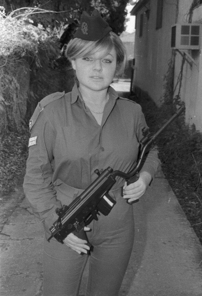 """Штурмовая винтовка """"Галил"""", разработанная специально для женщин-солдат!"""