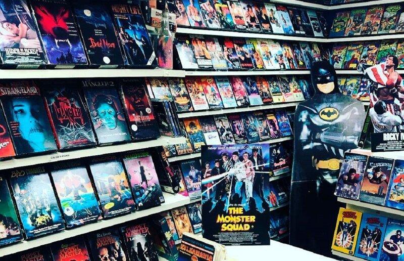 Парень открыл у себя в подвале магазин видеокассет