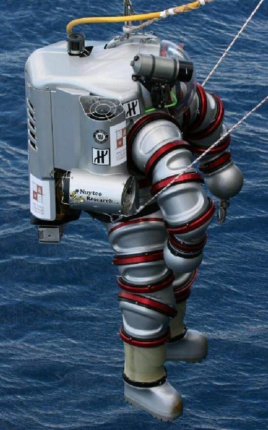 Немного современных водолазных скафандров, позволяющих работать на глубине до 400 метров без