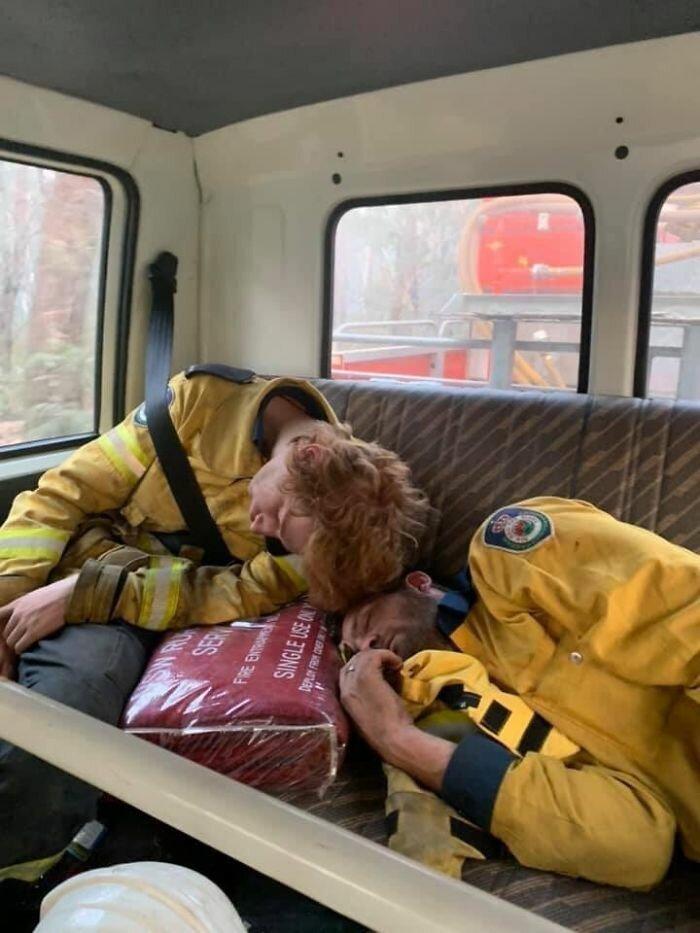 Пожарные никогда не покидают место службы